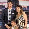 Cristiano Ronaldo avec son fils Cristiano Jr et la grand-mère de son fiston.