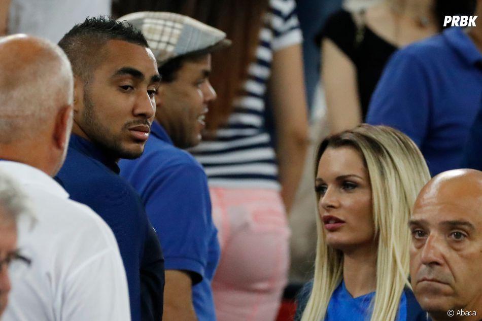 Dimitri Payet retrouve son épouse Ludivine Payet dans les tribunes après la victoire des Bleus