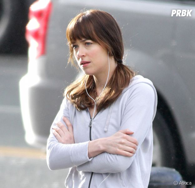 Dakota Johnson (Fifty Shades Darker) fatiguée et sans maquillage, elle s'en amuse