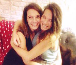 Ornella Fleury, qui pourrait être la nouvelle miss météo du Grand Journal, avec sa soeur Erika Fleury (ex membre des Whatfor).