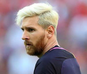 Lionel Messi s'est teint les cheveux en blond platine, et ça ne plaît pas à tout le monde.