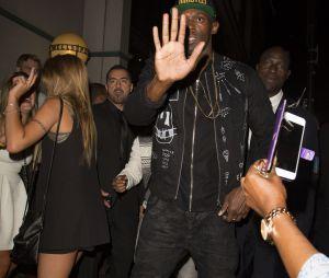 Usain Bolt continuerait de tromper sa copine Kasi. Il a passé la nuit en boîte avec six filles sexy... et il les aurait amené ensuite à son hôtel.