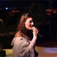 Julie (Koh Lanta 2016) chante du Disney habillée en princesse : la vidéo dossier improbable 😂
