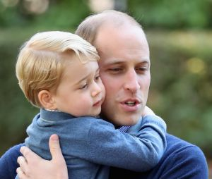 Le Prince George fait un câlin au Prince William au Canada le 30 septembre 2016