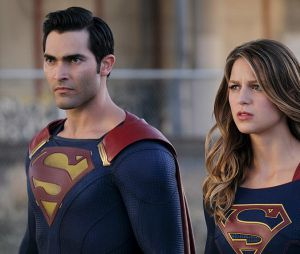 Supergirl saison 2, épisode 2 : Supergirl et Superman sur une photo