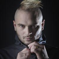 """""""On m'appelle l'ovni"""" : Jul numéro un sur iTunes avec son nouveau single 👽"""