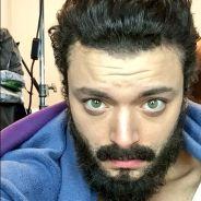 Kev Adams avec les cheveux longs et de la barbe : son changement de look pour un rôle