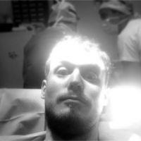 Steven (La villa des coeurs brisés 2) à l'hôpital pour une opération