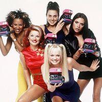 """Les Spice Girls de retour ? Victoria Beckham et Mel C chantent """"2 Become 1"""" pour la nouvelle année"""