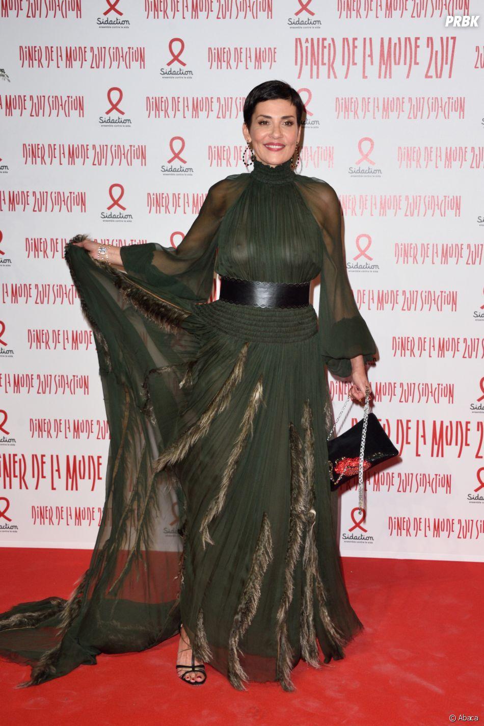 Cristina Cordula : oups, sa robe dévoile sa poitrine à Paris le 26 janvier 2017