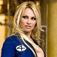 Pamela Anderson enlève le haut dans une pub censuré !