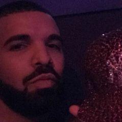 """Drake exige que ses fans enlèvent leur """"put*in de voile"""" à son concert"""