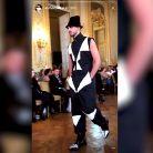 Anthony Alcaraz (Les Anges 9) défile à la Fashion Week de Paris de manière imprévue
