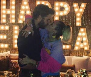 Miley Cyrus mariée à Liam Hemsworth en secret ? La photo qui enflamme la Toile