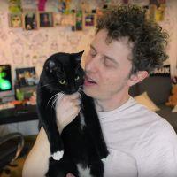 Norman : ses tristes révélations sur le passé de son nouveau chat Merlin
