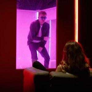 """Clip """"Vitrine"""" : Vald et Damso inversent les rôles dans un sex-club 🔞"""