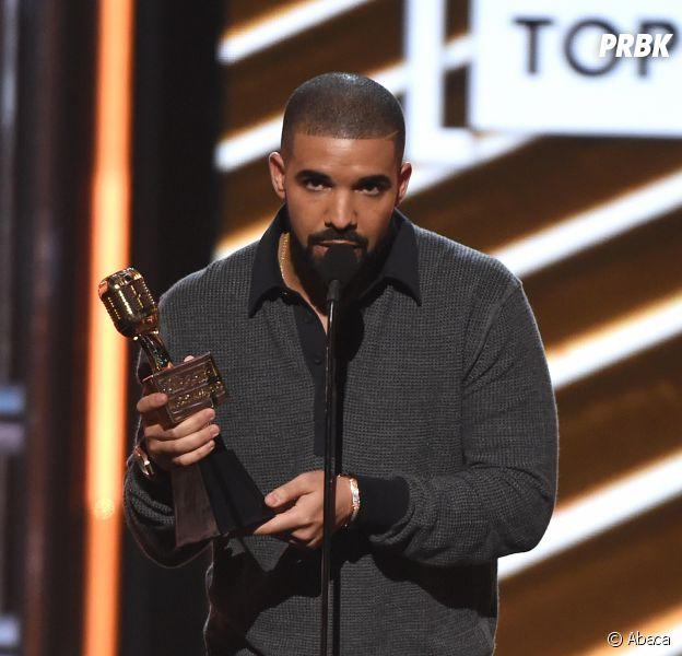 """Drake """"drague"""" Vanessa Hudgens sur scène, la réaction de Nicki Minaj est culte !"""