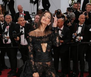 Emily Ratajkowski sexy à Cannes