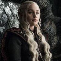 Emilia Clarke (Game of Thrones) toujours plus proche de Daenerys Targaryen, elle devient blonde !