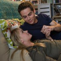 """Dylan O'Brien en couple avec Britt Roberson : son amour est """"plus intense"""" depuis son grave accident"""