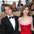 Charlie Heaton (Stranger Things) et Natalia Dyer réunis sur un red carpet