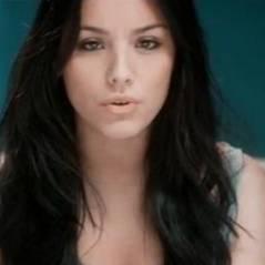 Sarah Riani ... Le clip de son dernier single ... Intouchable
