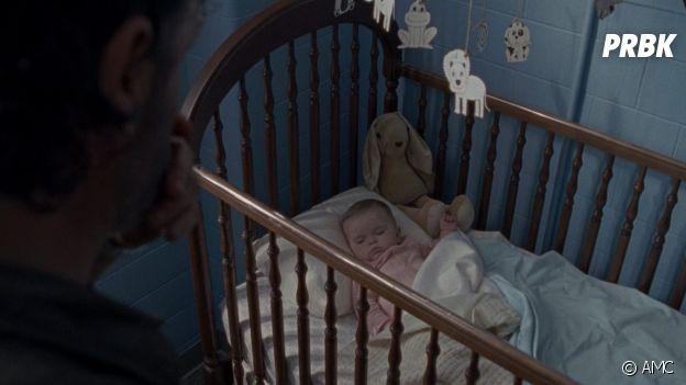 The Walking Dead saison 8 : la peluche apparaît dans le berceau du bébé