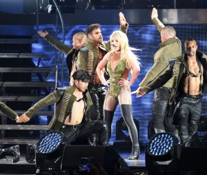 Britney Spears : un sein s'échappe de son soutien-gorge en plein concert