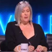 Nouvelle Star 2017 : une jurée touche les fesses d'un candidat en kilt, les internautes la lynchent