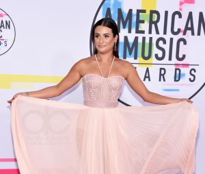 Lea Michele prend la pose aux American Music Awards 2017 le 19 novembre à Los Angeles