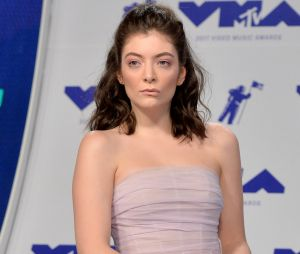 Harry Styles embrasse Lorde : les bisous qui enflamment Twitter !
