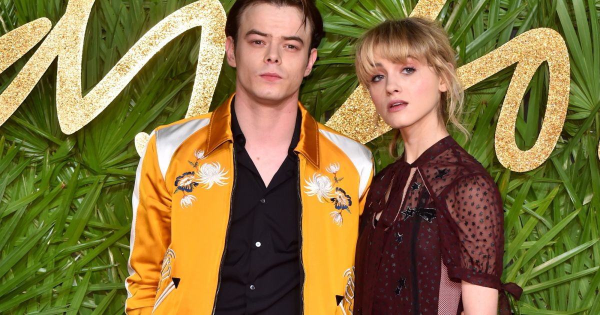 charlie heaton et natalia dyer en couple les photos de. Black Bedroom Furniture Sets. Home Design Ideas