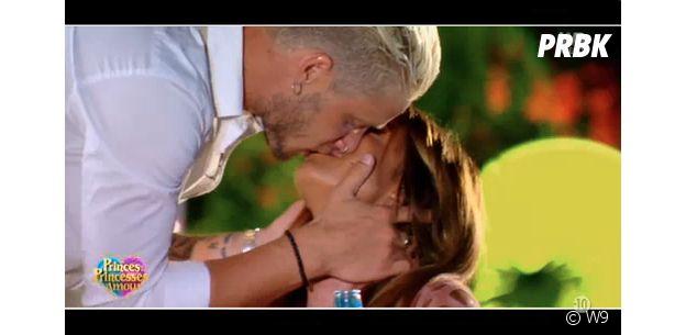 Mélanie Dedigama (Les Princes et les princesses de l'amour) et Mathieu s'embrassent dans le pré-générique