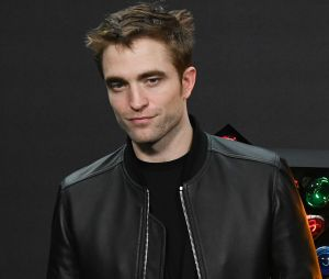 Robert Pattinson et Bella Hadid en couple ? Ils se seraient fortement rapprochés à la Fashion Week de Paris !