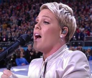 Pink bluffe le public en chantant l'hymne américain alors qu'elle est malade au Super Bowl 2018