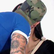 Julian (Les Princes) totalement nu devant Mélanie pour un strip tease, Steven embrasse Emilia