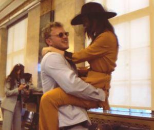 Emily Ratajkowski mariée à Sebastian Bear-McClard : la top dévoile sa bague en posant nue !