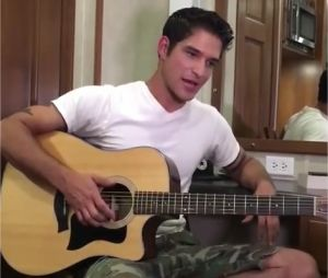Tyler Posey est aussi chanteur