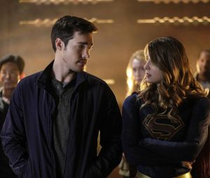 Melissa Benoist et Chris Wood en couple : les deux stars de Supergirl officialisent !