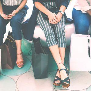 Canicule : 3 idées de looks (pour femmes et pour hommes) pour ne pas avoir trop chaud au boulot ☀️