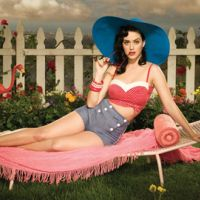 Katy Perry dit non au latex mais oui aux psy