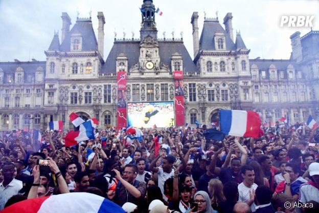 Les Parisiens à l'hôtel de ville après la victoire des Bleus lors de la demi-finale France/Belgique le 10 juillet 2018
