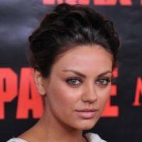Mila Kunis assume sa petite poitrine