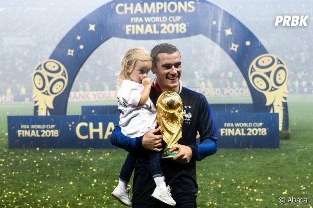 Coupe du monde 2018 : Antoine Griezmann et sa fille Mia après la victoire des Bleus