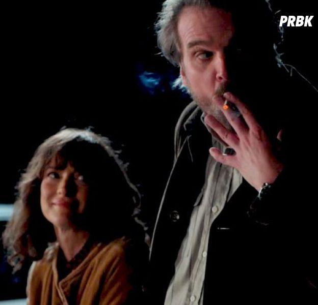 Stranger Things saison 3 : Hopper et Joyce bientôt en couple ?