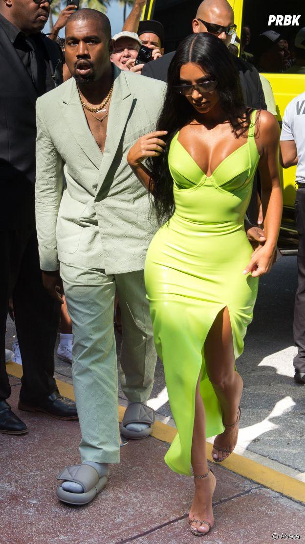 Kanye West portait des claquettes au mariage du rappeur 2 Chainz : le mari de Kim Kardashian se fait clasher sur les réseaux sociaux !