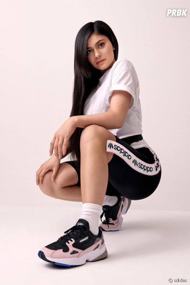 Kylie Jenner égérie pour adidas : la star pose avec les Falcon dans la nouvelle campagne publicitaire canon.