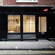 Supreme offre une récompense pour retrouver l'homme qui a vandalisé la boutique de Londres