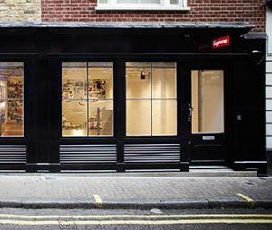 Supreme offre une récompense à celui ou celle qui trouvera l'identité de l'homme qui a vandalisé sa boutique de Londres.