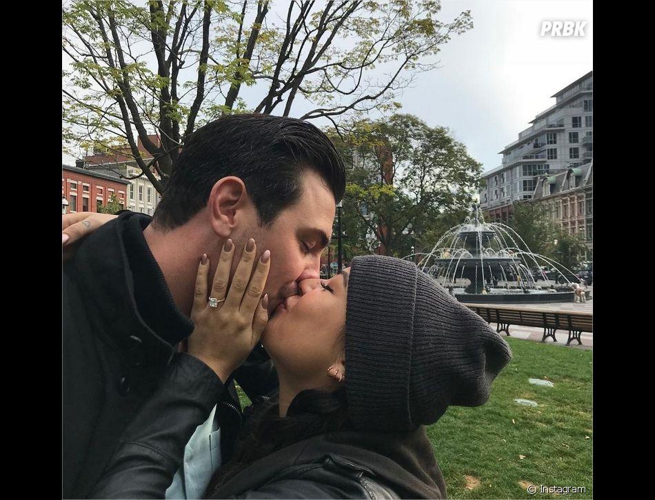 Janel Parrish et Chris Long lors de leurs fiançailles